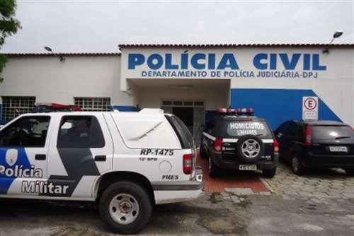 População denuncia e homem suspeito de estuprar netos da companheira é preso no bairro Aviso