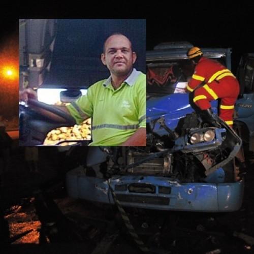Acidente entre dois caminhões na BR 101 mata motorista de Sooretama; veja vídeo
