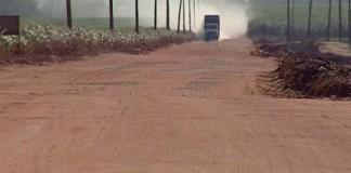 Após ter carro furtado, mulher encontra veículo sem rodas e bateria no canavial da Lasa