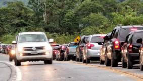 Atenção: PRF volta a multar motoristas com farol desligado nas rodovias do ES; infração custa R$ 85,13