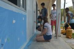 Estudantes de SP pintam creche e biblioteca e constroem parques com bambu em escola de Regência