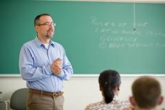 Governo do ES garante concurso público para professor com 1 mil vagas e salário de até R$ 3,5 mil
