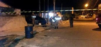 Homem bêbado perde o controle da direção e bate carro em muro de casa no Interlagos