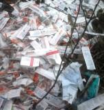 Morador flagra seringas e frascos de insulina jogados em terreno baldio no bairro Planalto