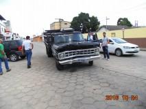 Polícia apreende carro que teria atropelado professora e amigo em borracharia no bairro Shell; vídeo