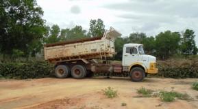 Prefeitura limpa Lagoa do Meio, mas, joga montanha de resíduos em terreno baldio do Jardim Laguna; vídeo