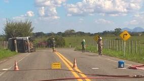 Rodovia ES 248 continua interditada e Iema intima transportadora a retirar combustível da pista