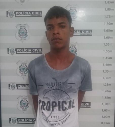 Pais levam à delegacia, o filho que assassinou jovem no bairro Interlagos